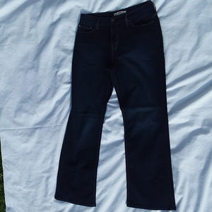 """515 BOOTCUT LEVIS """"Perfect Slimming"""" jeans"""